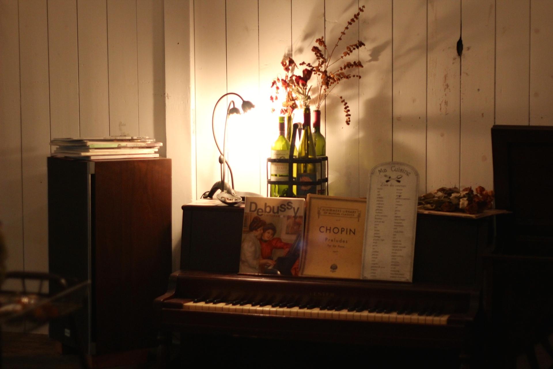 入り口のピアノ