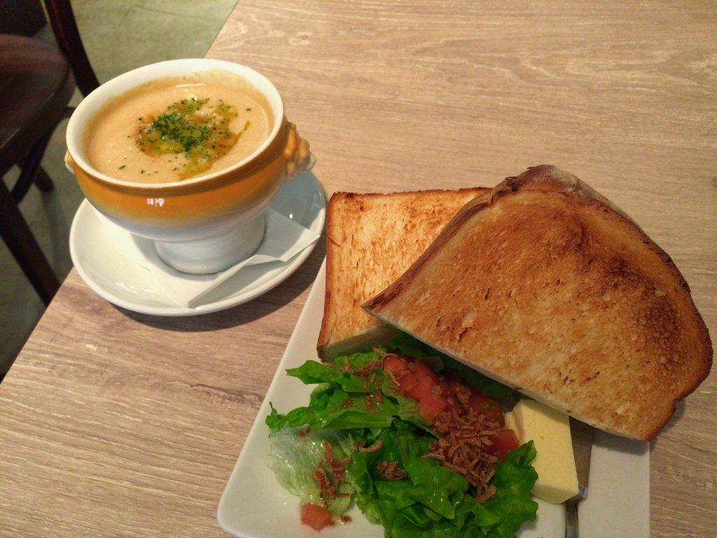 岡本カフェ ラブニールのパン