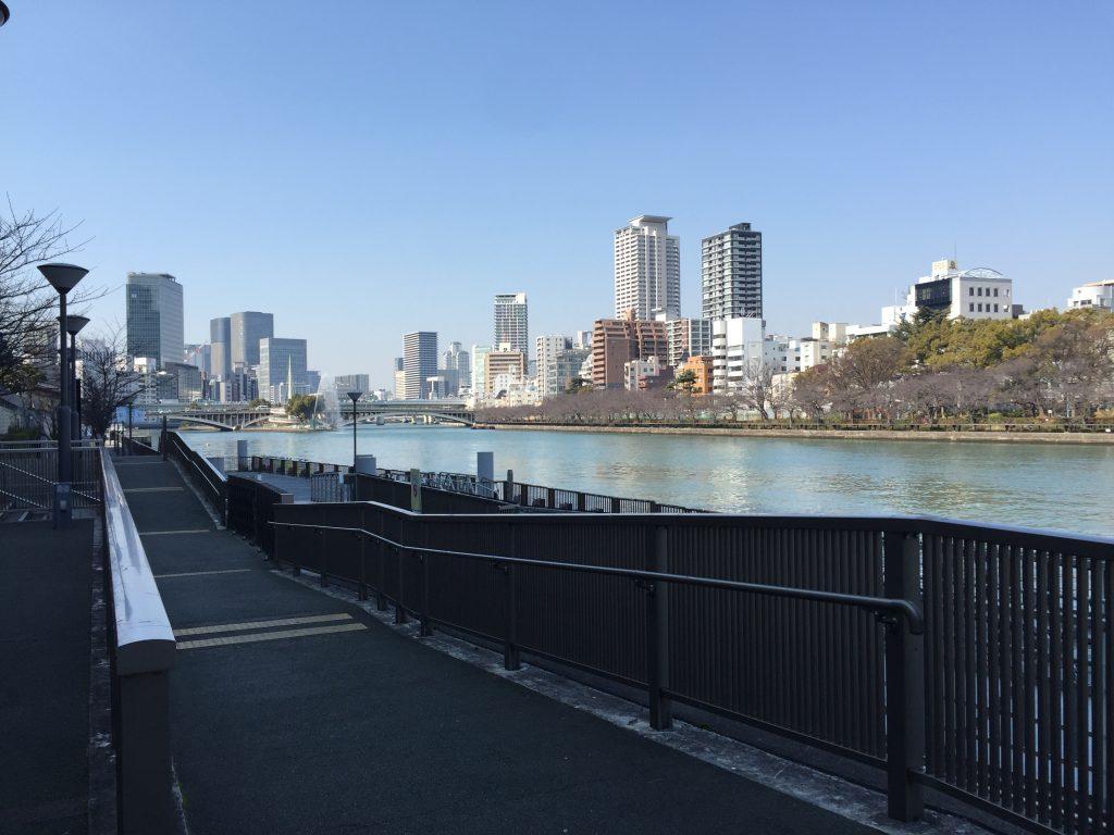 天満橋駅前