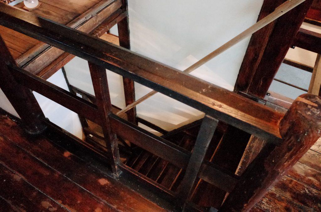 浅草つむぐりの階段