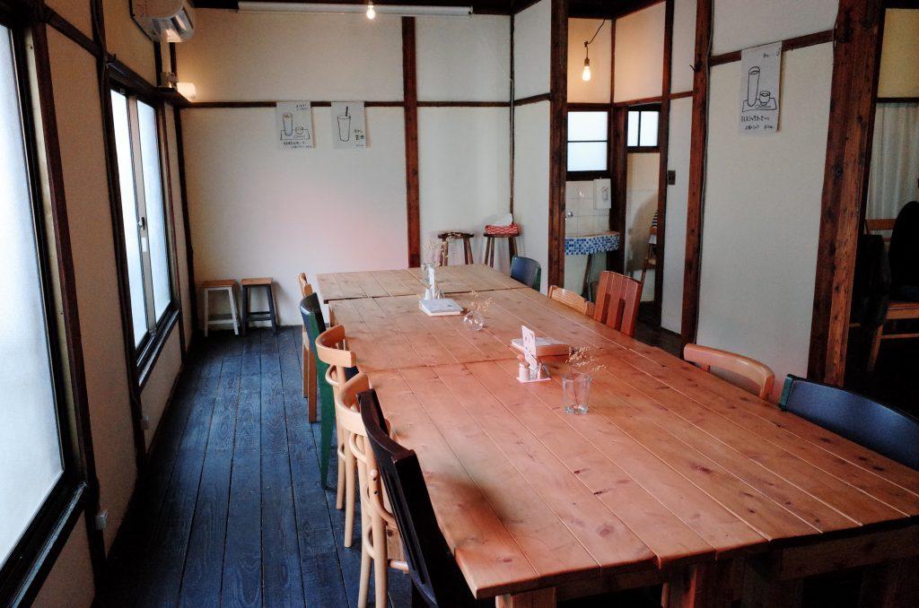 浅草つむぐりの2階のテーブル