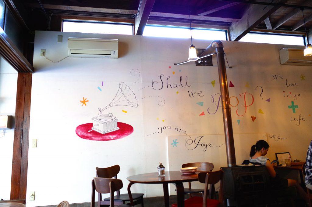 イリヤ カフェ 壁